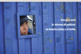 Mujeres, políticas de drogas y encarcelamiento. Una guía para  la reforma de políticas en América Latina y el Caribe